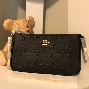 COACH: Large Wristlet 19 Signature Leather